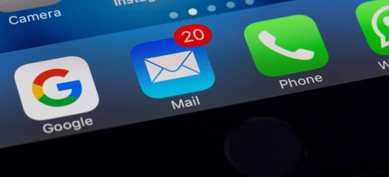 An email notification, representing one of the key time-management strategies for sales agents.